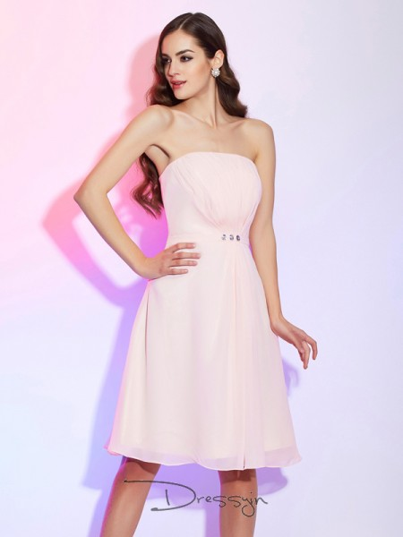 Sheath/Column Sleeveless Ruched Knee-Length Chiffon Strapless Bridesmaid Dresses