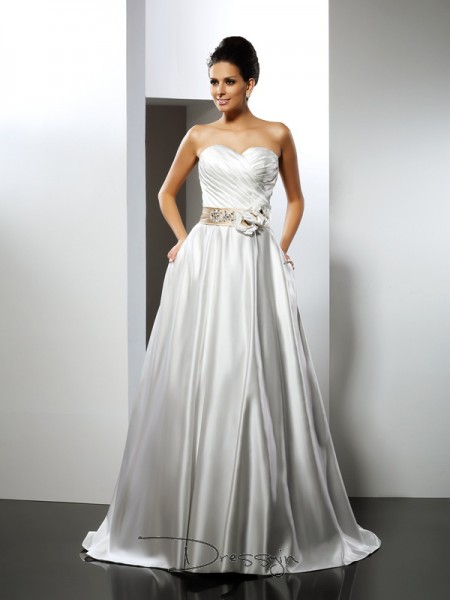 A-Line/Princess Sleeveless Satin Sweetheart Court Train Wedding Dresses