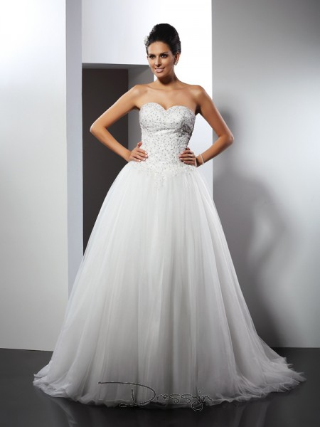 A-Line/Princess Sleeveless Net Applique Sweetheart Chapel Train Wedding Dresses