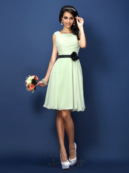 A-Line/Princess Sleeveless Chiffon Pleats Bateau Short/Mini Bridesmaid Dresses
