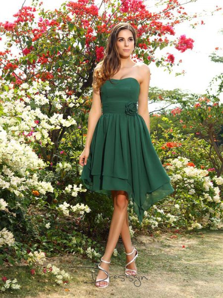 A-Line/Princess Sleeveless Chiffon Hand-Made Flower Sweetheart Knee-Length Bridesmaid Dresses