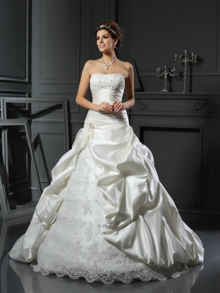 Ball Gown Sleeveless Beading Applique Satin Court Train Sweetheart Wedding Dresses