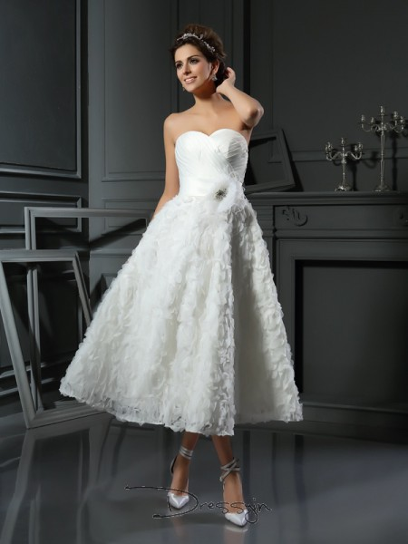A-Line/Princess Sleeveless Bowknot Satin Tea-Length Sweetheart Wedding Dresses