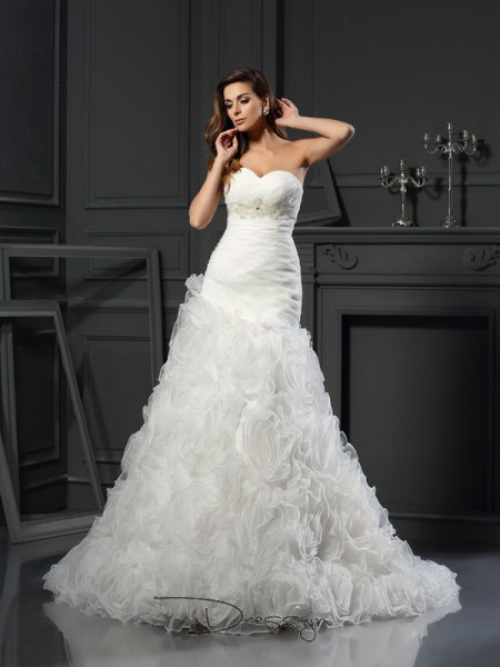 A-Line/Princess Sleeveless Beading Organza Chapel Train Sweetheart Wedding Dresses