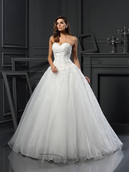 Ball Gown Sleeveless Beading Tulle Court Train Sweetheart Wedding Dresses