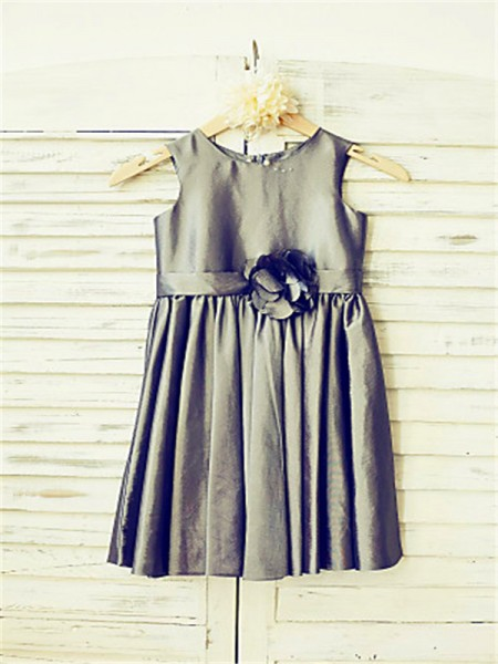 A-Line/Princess Tea-Length Hand-Made Flower Scoop Sleeveless Satin Flower Girl Dress