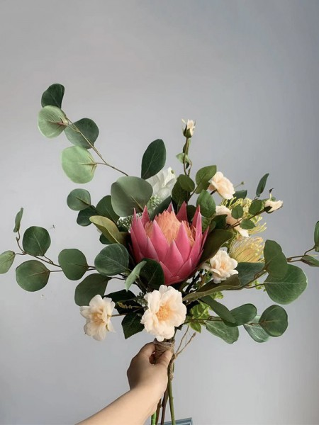 Free-Form Silk/Cloth Attractive Bridal Bouquets