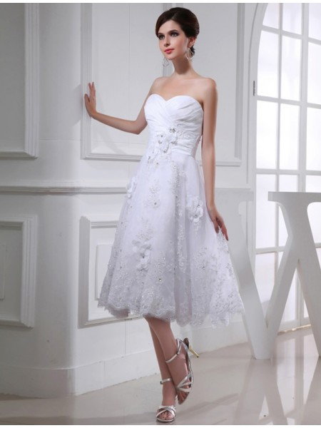 A-Line/Princess Beading Applique Sweetheart Knee-Length Sleeveless Taffeta Organza Wedding Dresses