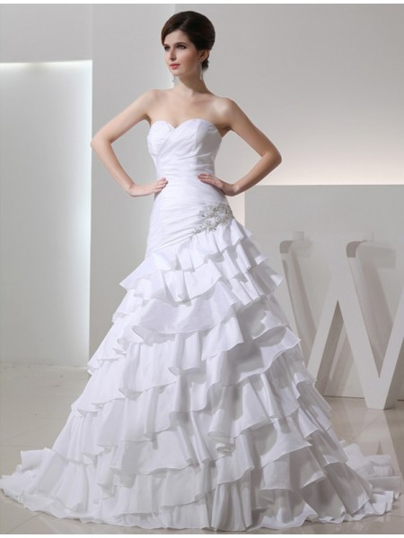 A-Line/Princess Beading Applique Sweetheart Chapel Train Sleeveless Taffeta Wedding Dresses