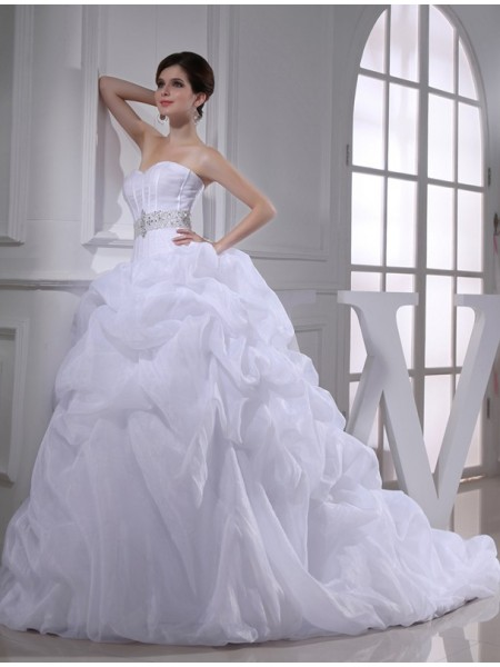 Ball Gown Beading Sweetheart Chapel Train Sleeveless Organza Wedding Dresses