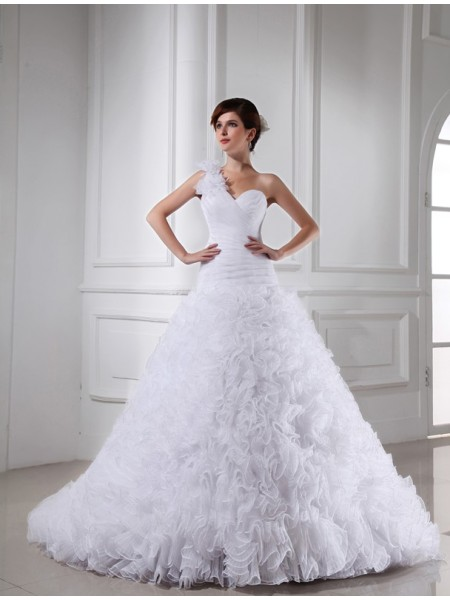 Ball Gown Pleats Beading Sweetheart One-Shoulder Chapel Train Sleeveless Organza Wedding Dresses