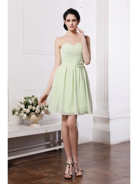 A-Line/Princess Pleats Hand-Made Flower Sweetheart Short/Mini Sleeveless Chiffon Bridesmaid Dresses