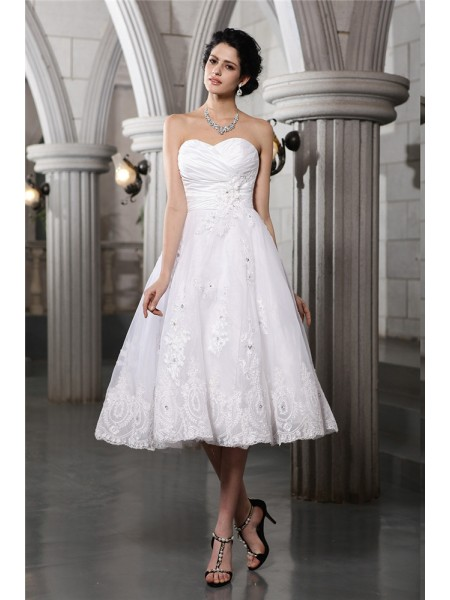 A-Line/Princess Beading Applique Sweetheart Tea-Length Sleeveless Taffeta Wedding Dresses