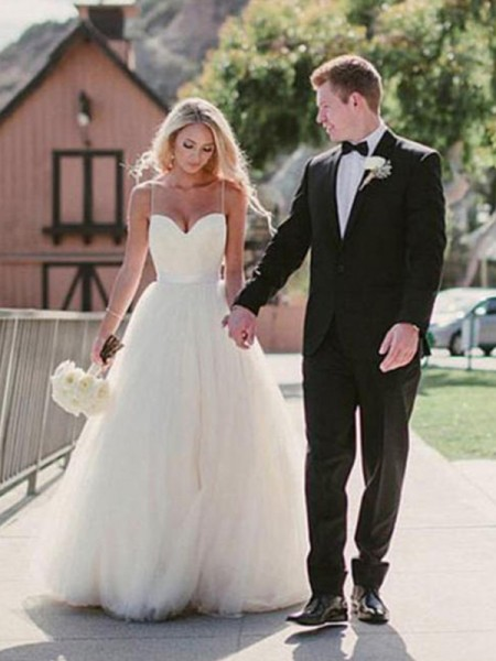 Ball Gown Sweep/Brush Train Sash Sweetheart Sleeveless Tulle Wedding Dresses