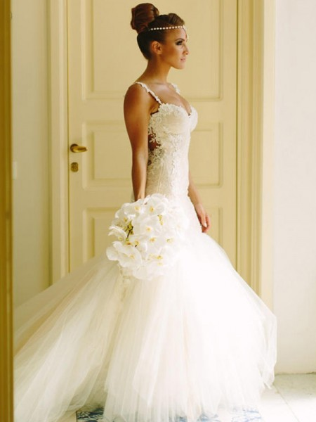 Trumpet/Mermaid Court Train Applique Spaghetti Straps Sleeveless Tulle Wedding Dresses