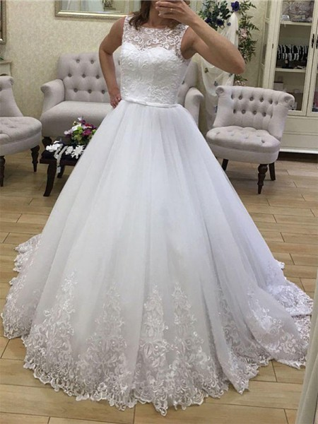 Ball Gown Court Train Applique Scoop Sleeveless Tulle Wedding Dresses