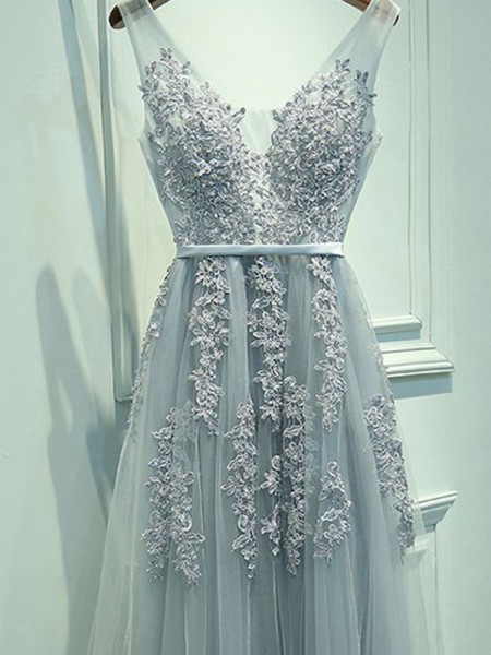A-Line/Princess V-neck Floor-Length Tulle Sleeveless Applique Dresses