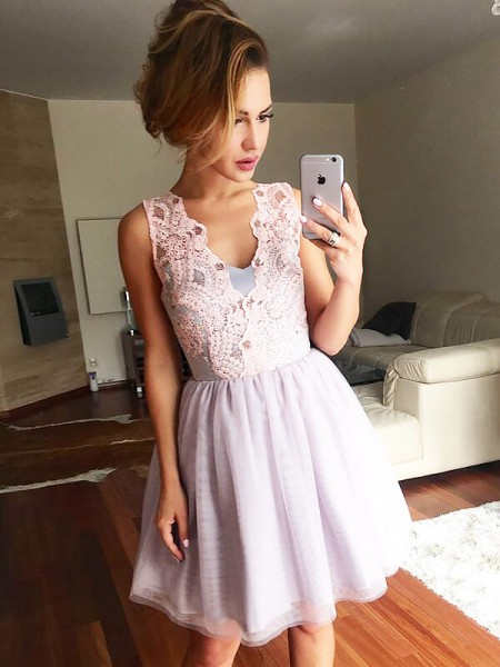 A-line/Princess Tulle V-neck Sleeveless Short/Mini Lace Dresses