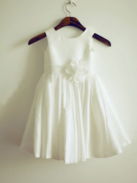 A-Line/Princess Taffeta Jewel Sleeveless Hand-Made Flower Knee-Length Flower Girl Dresses