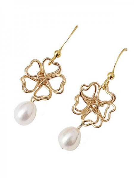 Graceful Pearl With Flower Hot Sale Ladies Earrings