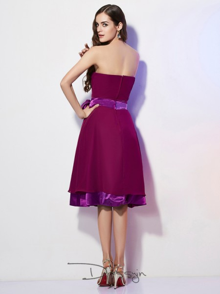 A-Line/Princess Sleeveless Bowknot Knee-Length Chiffon Strapless Bridesmaid Dresses