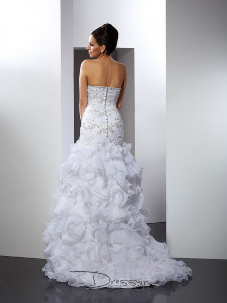 Trumpet/Mermaid Sleeveless Organza Beading Sweetheart Chapel Train Wedding Dresses