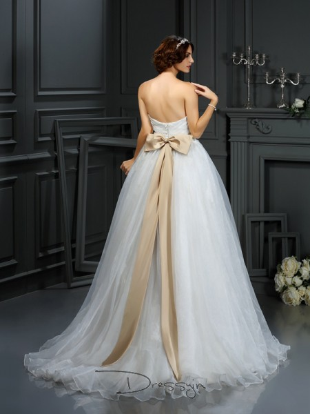 A-Line/Princess Sleeveless Organza Applique Sweetheart Court Train Wedding Dresses