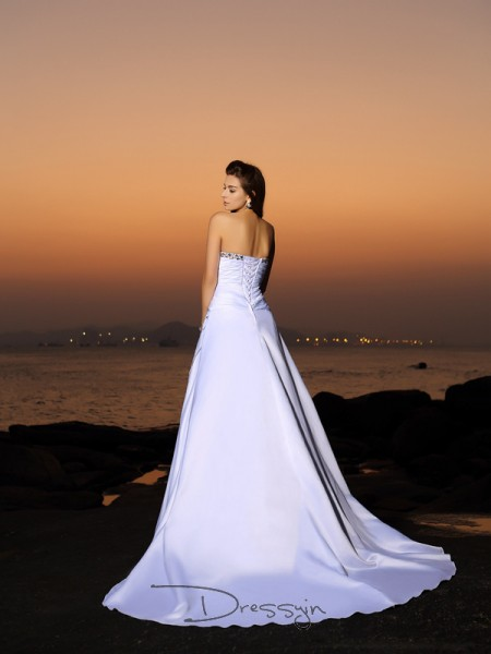 A-Line/Princess Sleeveless Satin Beading Strapless Chapel Train Wedding Dresses