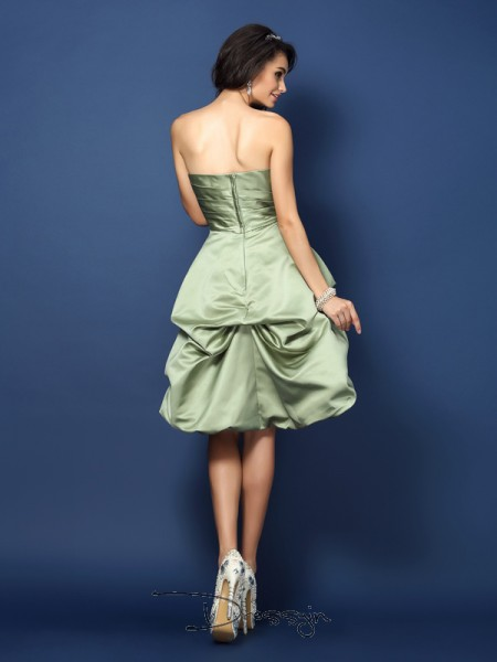 A-Line/Princess Sleeveless Satin Ruched Strapless Knee-Length Bridesmaid Dresses