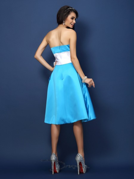Sheath/Column Sleeveless Satin Bowknot Strapless Knee-Length Bridesmaid Dresses