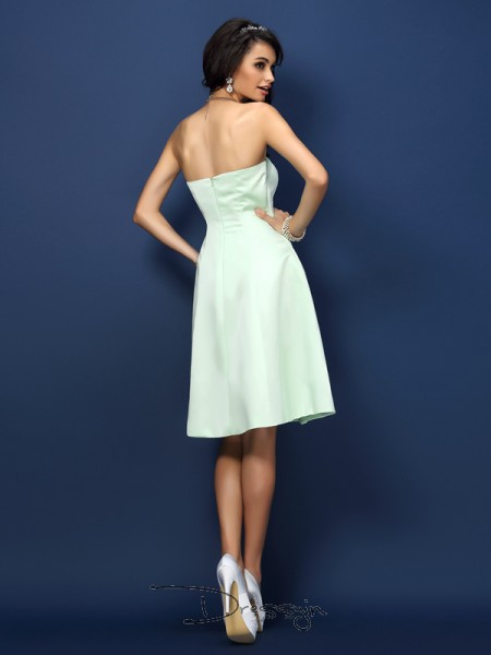 A-Line/Princess Sleeveless Satin Strapless Knee-Length Bridesmaid Dresses
