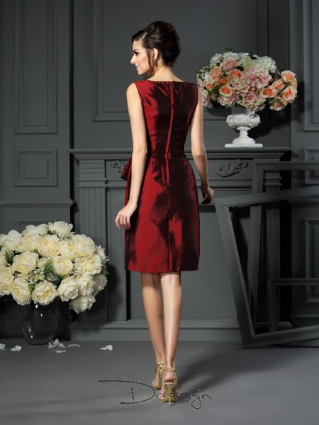 Sheath/Column Sleeveless Taffeta Pleats Scoop Knee-Length Mother of the Bride Dresses