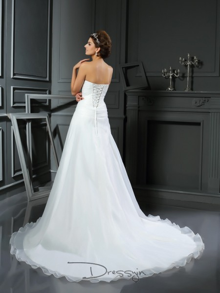 A-Line/Princess Sleeveless Ruched Satin Chapel Train Sweetheart Wedding Dresses