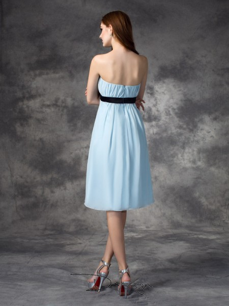 A-Line/Princess Sleeveless Rhinestone Knee-Length Chiffon Strapless Bridesmaid Dresses