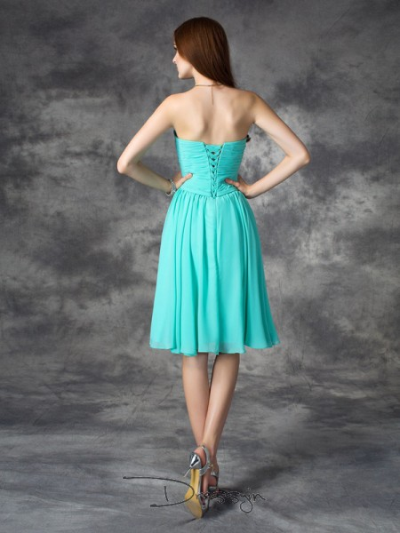 A-Line/Princess Sleeveless Ruffles Knee-Length Chiffon Sweetheart Plus Size Dresses