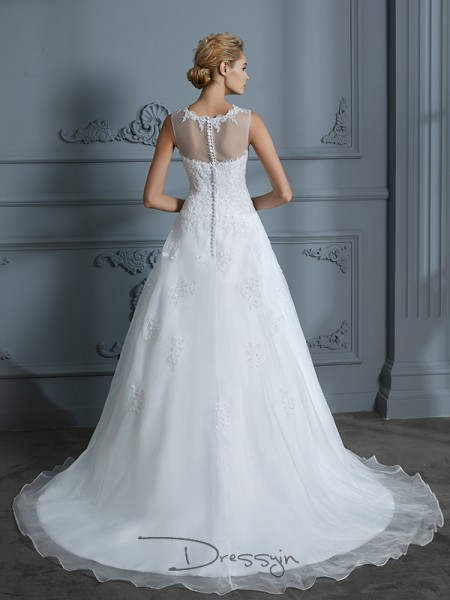 Ball Gown Scoop Tulle Sleeveless Applique Court Train Wedding Dress