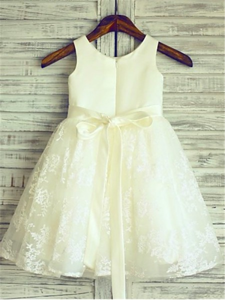 A-Line/Princess Knee-Length Sash/Ribbon/Belt Scoop Sleeveless Lace Flower Girl Dress