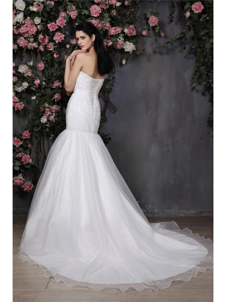 Trumpet/Mermaid Pleats Beading Sweetheart Chapel Train Sleeveless Organza Wedding Dresses