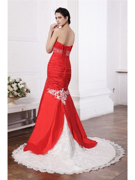 Trumpet/Mermaid Beading Applique Lace Strapless Court Train Sleeveless Taffeta Wedding Dresses