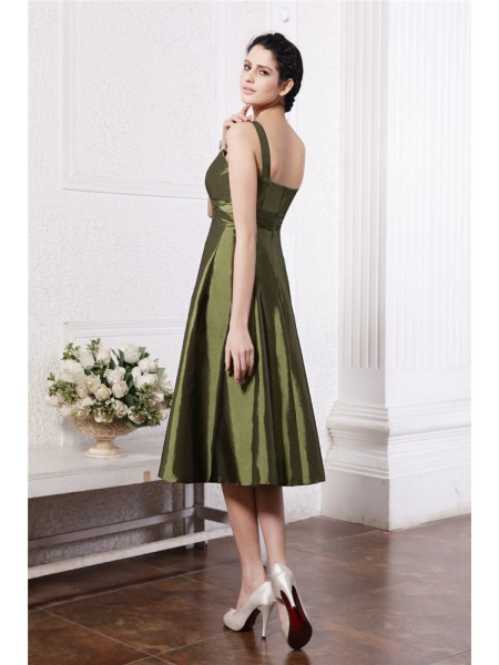 A-Line/Princess Ruffles Square Knee-Length Sleeveless Taffeta Bridesmaid Dresses