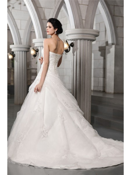 A-Line/Princess Beading Applique Sweetheart Chapel Train Sleeveless Organza Wedding Dresses