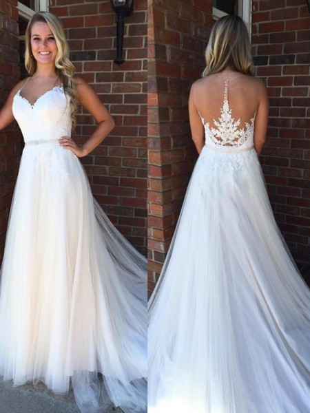 A-Line/Princess Court Train Applique Scoop Sleeveless Tulle Wedding Dresses