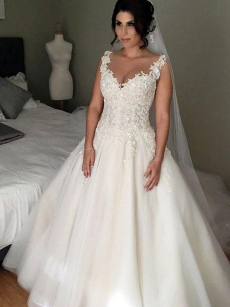 Ball Gown Court Train Applique V-neck Sleeveless Tulle Wedding Dresses