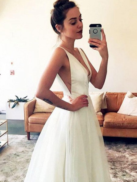 A-Line/Princess Sweep/Brush Train Ruched V-neck Sleeveless Tulle Wedding Dresses