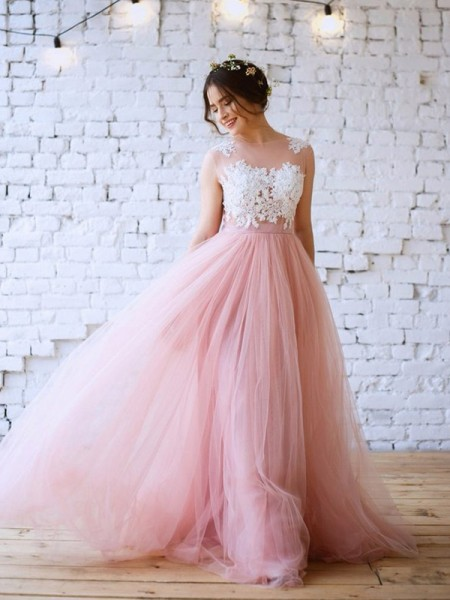 A-Line/Princess Applique Bateau Tulle Sweep/Brush Train Sleeveless Dresses