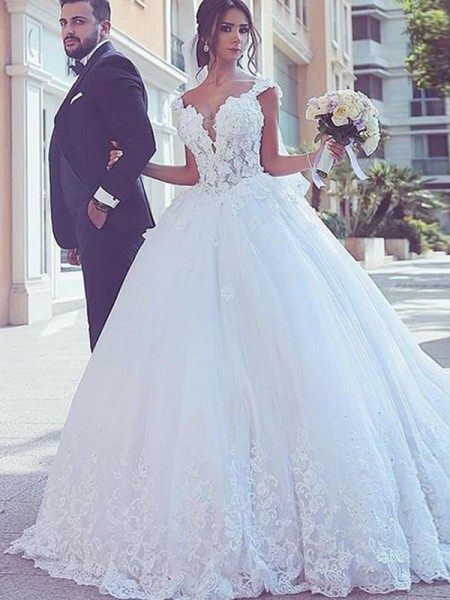 Ball Gown Sweetheart Lace Sweep/Brush Train Long Sleeves Tulle Wedding Dresses
